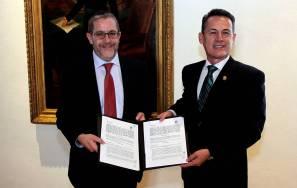 Firma UAEH convenio de colaboración con Santander 1