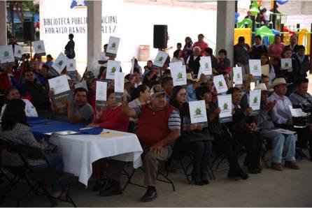 Certeza jurídica para 103 familias, con entrega y firma de escrituras del ejido de Azoyatla, en Mineral de la Reforma4