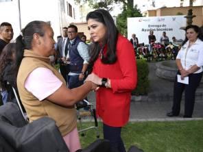 Entrega presidenta del Patronato ayudas técnicas a población vulnerable2