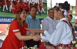 Sayonara Vargas entregó equipo de cómputo a estudiantes destacados de la Huasteca hidalguense4