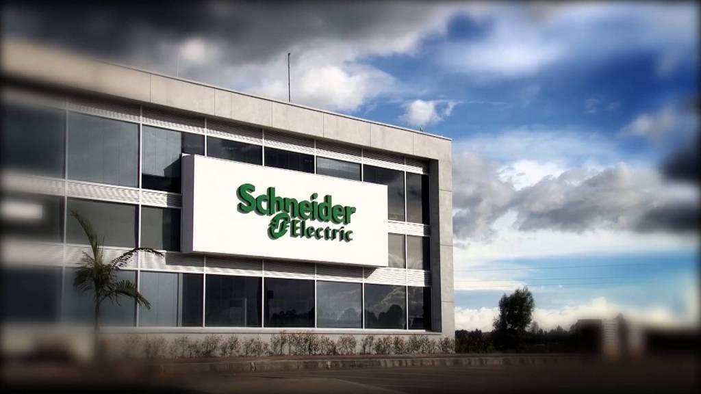 Schneider Electric interesada en proveer equipos y software a Refinería de Dos Bocas