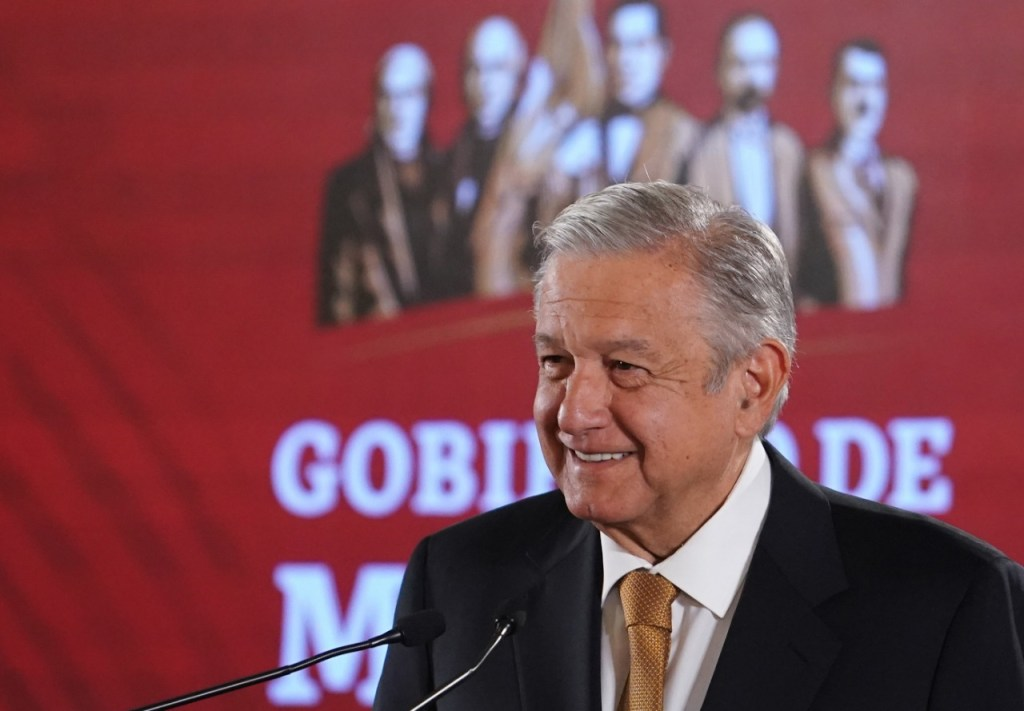 López Obrador firma decreto que elimina la condonación de impuestos