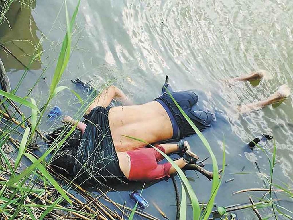 Indigna y conmociona en redes sociales imagen de papá e hija migrantes ahogados en río Bravo