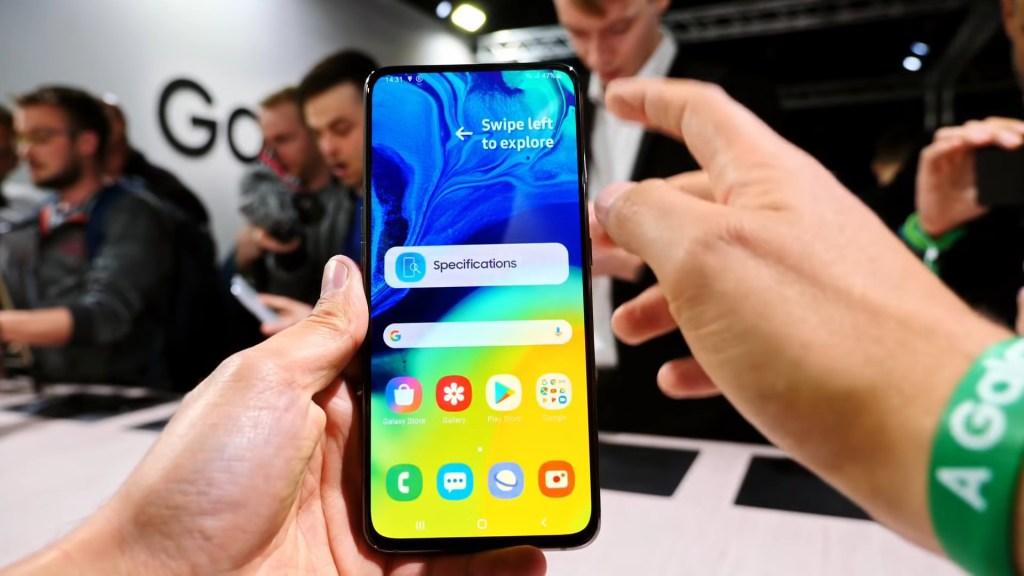 Samsung presenta el Galaxy A80 y lo mejor es su cámara con tres lentes giratorios