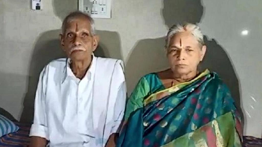 Muere Mangayamma Yaramatimi, la mujer que dio a luz a los 73 años a unas gemelas