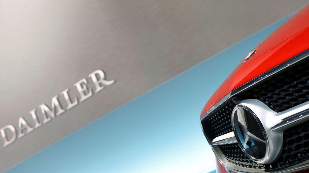 A la calle diez mil empleados de Mercedes, Daimler ajusta su operatividad