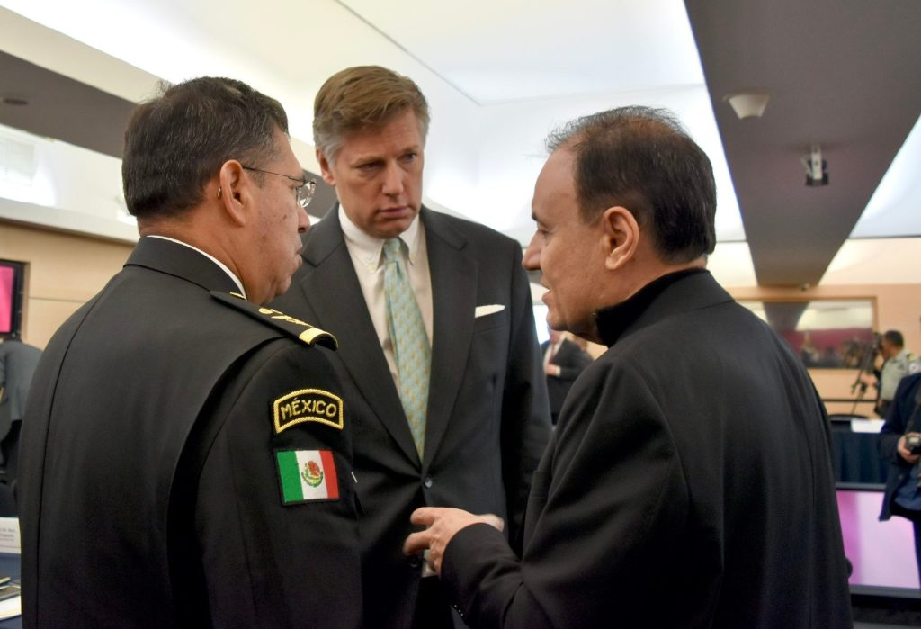 Regaña el Embajador Christopher Landau de Estados Unidos a Alfonso Durazo Secretario de Seguridad de México