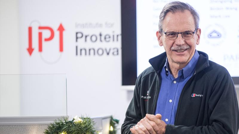 Hace diez años un profesor de biología invirtió en empresa de biotecnología, hoy Timothy Springer es millonario