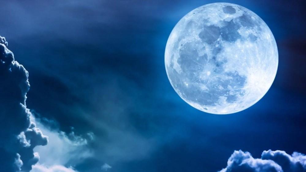 Esta noche luna azul en Halloween