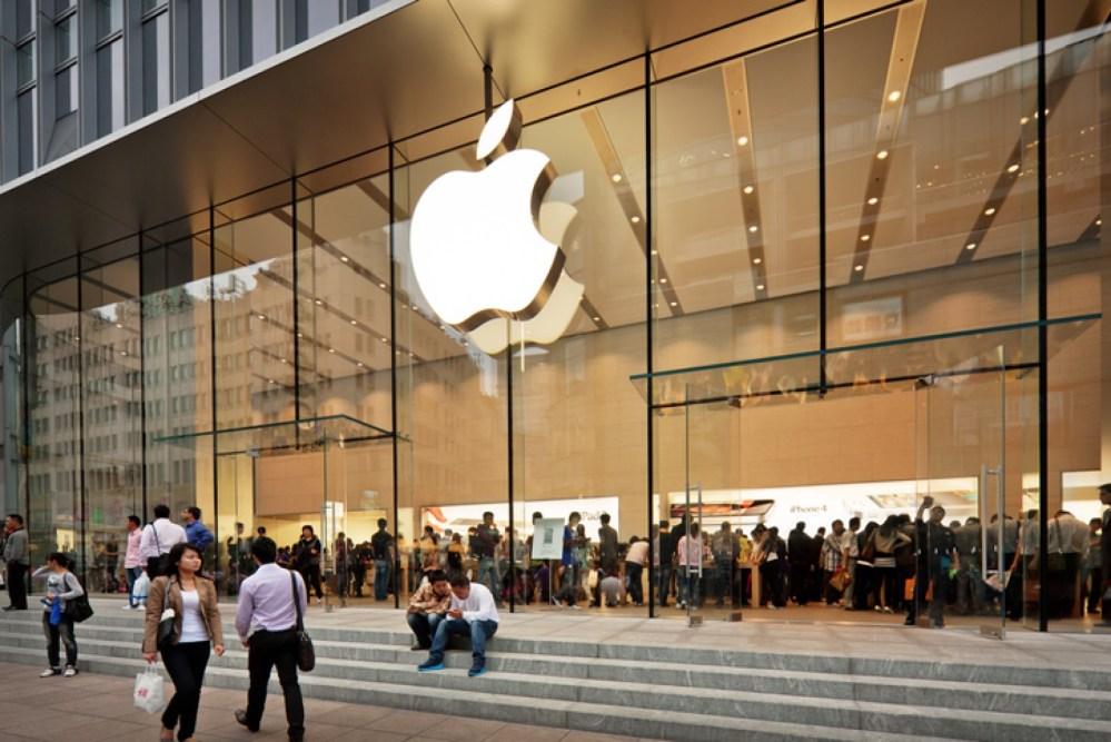 Apple reabre todas sus tiendas físicas después de estar cerradas un año