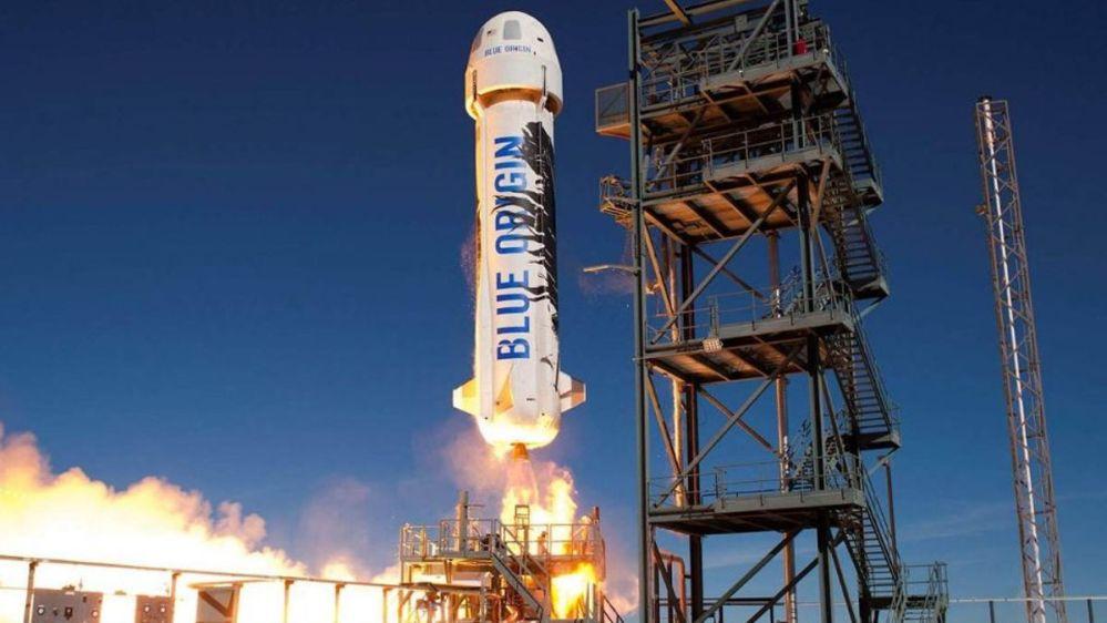 Blue Origin realiza con éxito prueba de vuelo para llevar personas al espacio