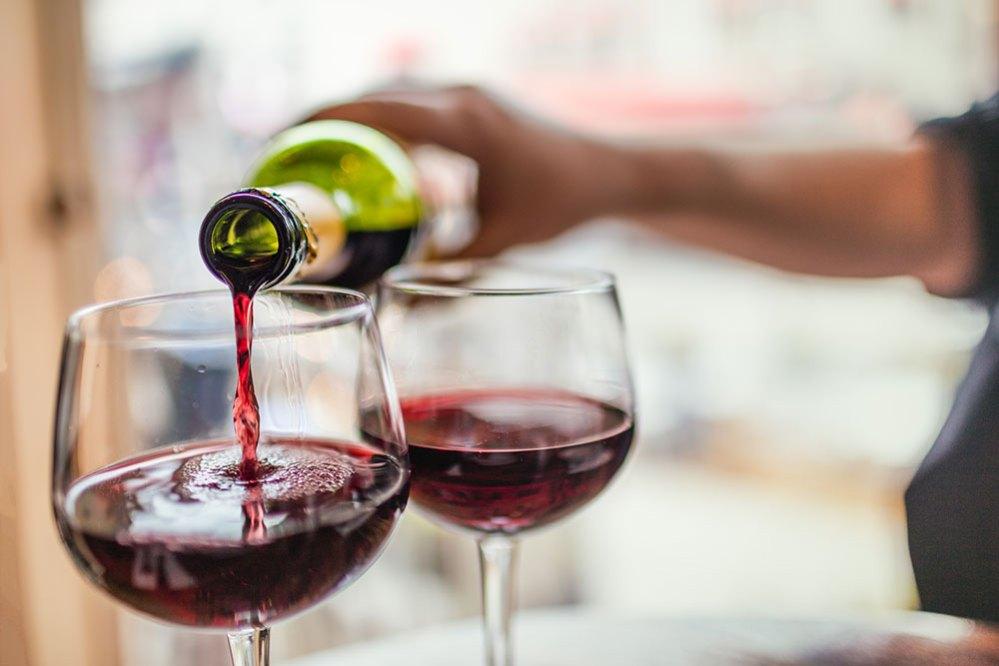 ¿Una copita de vino para combatir el Covid? Investigadores creen que sí podría funcionar
