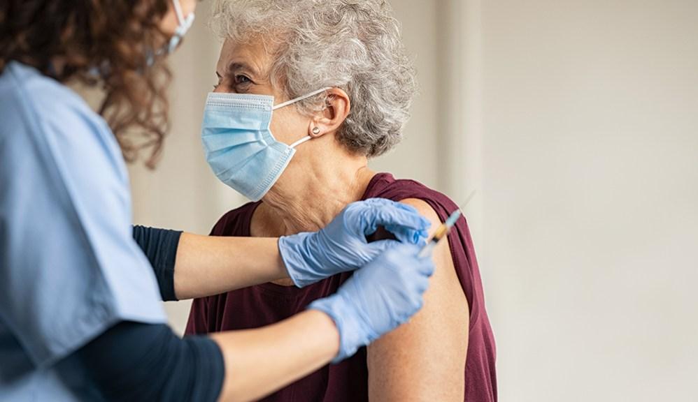 En mayo inicia vacunación para mayores de 50 años en México