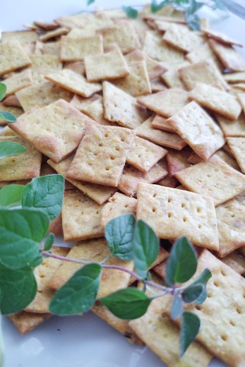 Finished crackers with herbs