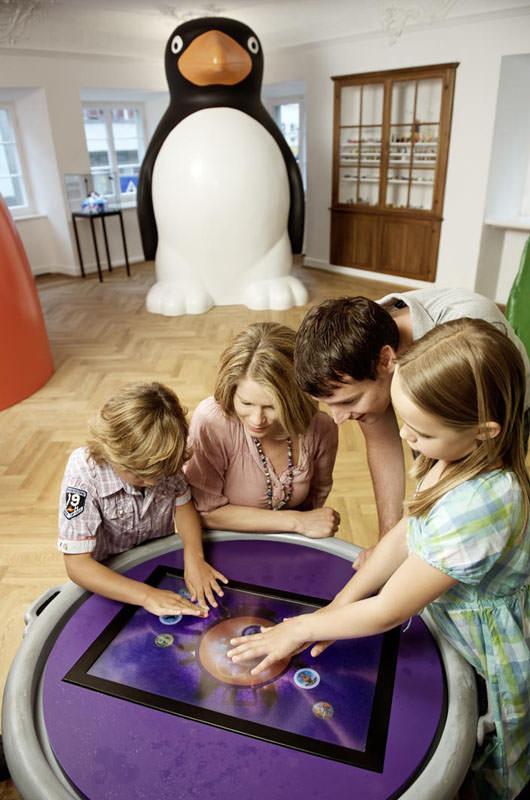 Erlebniswelten, Museenerlebniswelten, Museum Ravensburger, Spielewelt, Touch-Screen, Pinguin Kegel, Agentur Ravensburger