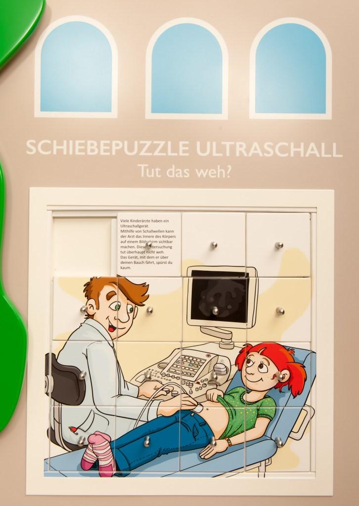 Kinderspielbereiche, Spielecke im Wartebereich, OSK Wangen, Oberschwaben Klinik, Kulissenwand, Schiebepuzzle, Agentur Ravensburger
