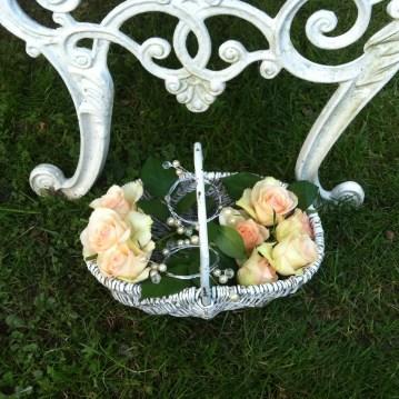 Hochzeit Dänemark rosenkorb auf wiese