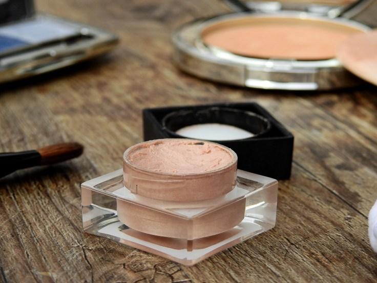 cosmetics-2116383_1920