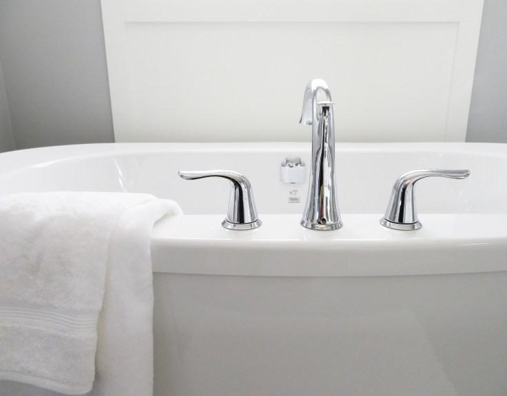 bathtub-2485952_1920.jpg