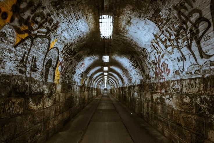 tunnel-237656_1920.jpg