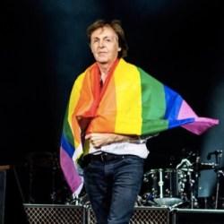 酷新聞:前披頭四成員 保羅麥卡尼披彩虹旗挺同志