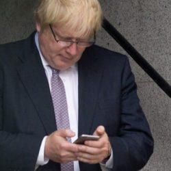 """酷新闻:英外交部警告""""国外使用同志交友软件要小心"""""""