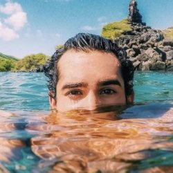 酷新闻:帅气同志冲浪手 在浪花中找回自我认同