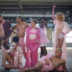酷影音:健身房同志骄傲月 新广告挺同志 精湛呈现力与美