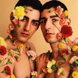 酷影像:花卉结合男体 绽放美丽视觉艺术