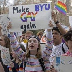 """酷新闻:摩门教会大学""""禁同志爱""""学生大肆抗议"""