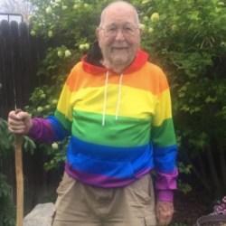 酷新闻:90岁老翁打破深柜 变成同运人士