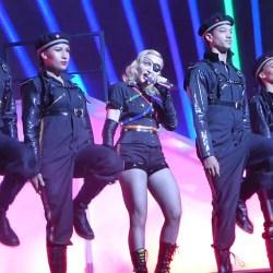 酷新闻:玛丹娜挺同志  遭俄罗斯罚巨款