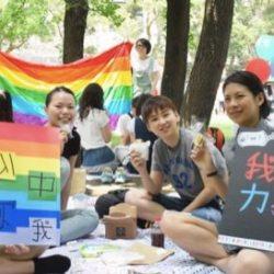 """酷新闻:辅仁大学用""""彩虹周"""" 力挺同志 化解歧视"""