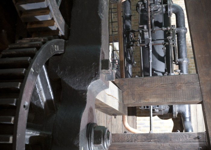 A modern photograph of the inner workings of the Bolton and Watt steam engine inside a museum