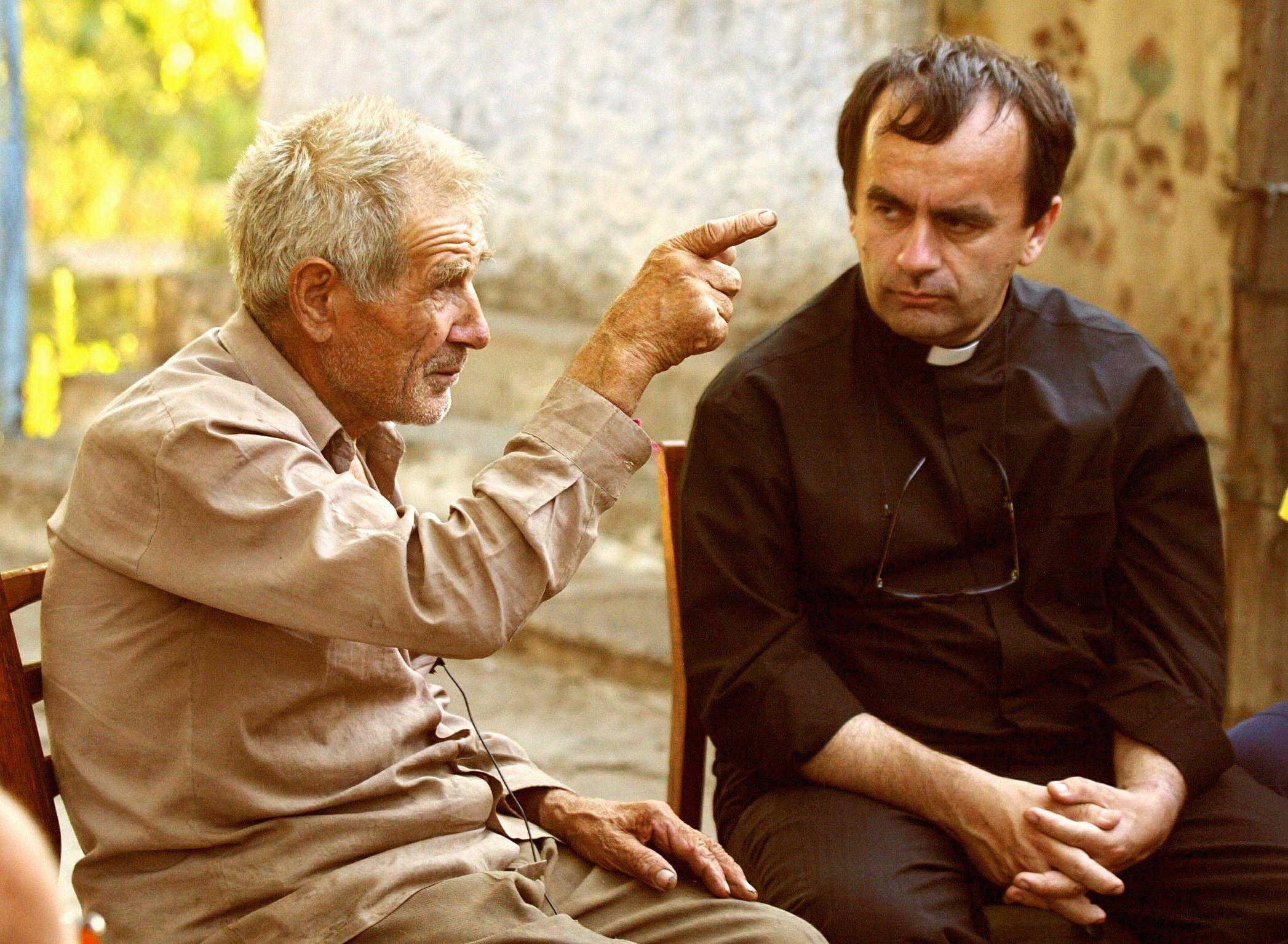 father-desbois-interviewing
