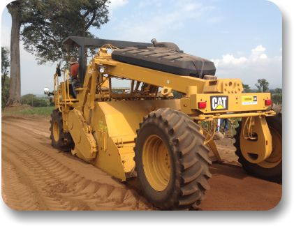 Equipment for soil stabilizing a road with AggreBind