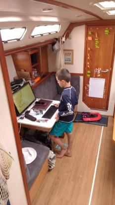 kids-sailing-AIS