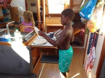 kids-helping