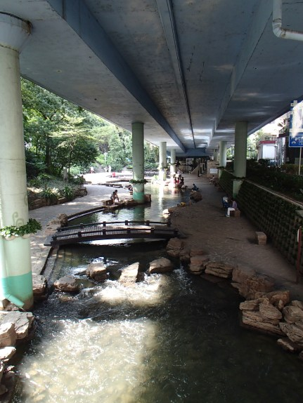 Cleanest waterway in Guangzhou. Also the boundary to the Old City.
