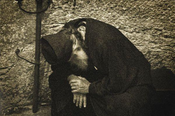 Ιερατική αυτοκριτική   «Η αποστολή του πνευματικού εργάτου εις την Εκκλησία είναι να αποτυγχάνει, δια να μαρτυρείται η δύναμις του Θεού».