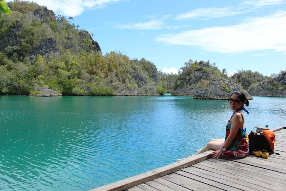 solo female traveler in raja ampat digital detox trip
