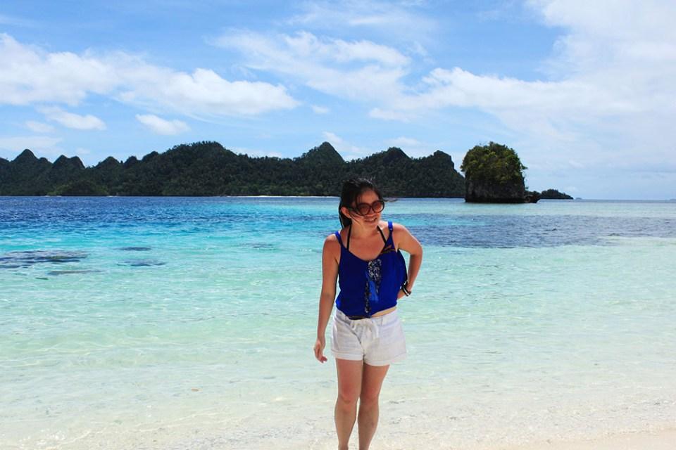girl walking on the beach with blue ocean digital detox trip