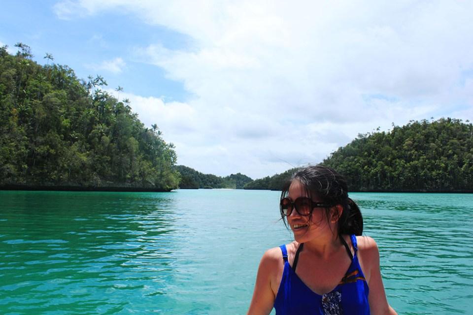 girl on boat and sea background digital detox trip