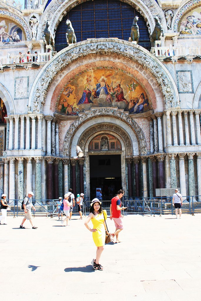 globetrotter fashionista in yellow dress venice italy