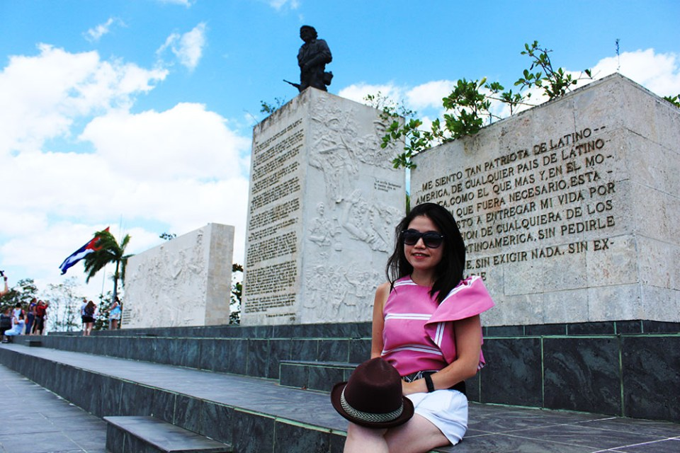 girl in stylish pink top at che guevara tomb with tour group