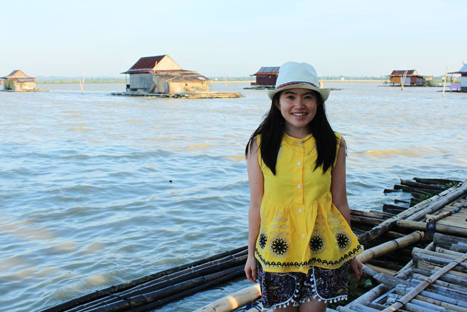solo female traveller at floating house tempe lake