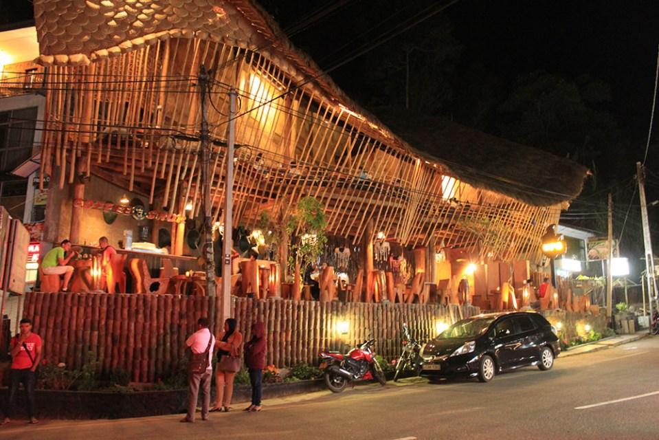 ella sri lanka night life with tourist and bars