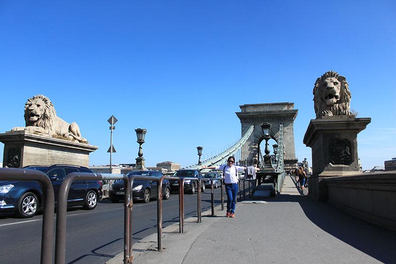 agirlnamedclara budapest iconic Széchenyi Chain Bridge