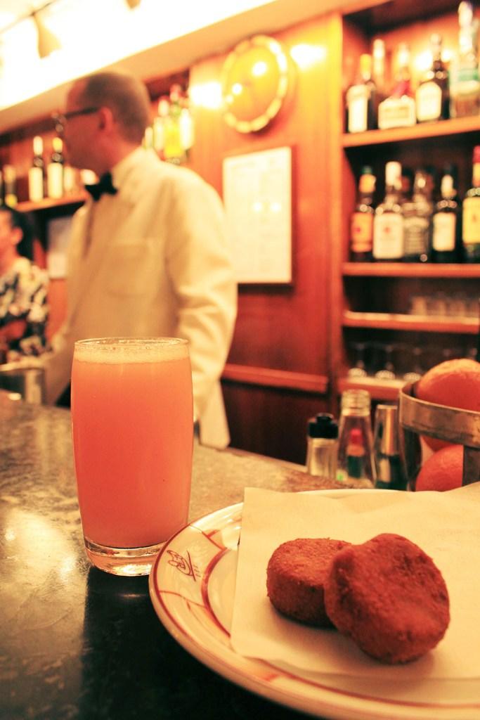 bellini with snacks harrys bar venice bartender background_agirlnamedclara