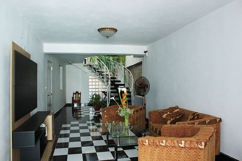 stay at home virtual tour cuban casa living room checkers floor minimalist_agirlnamedclara